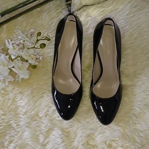 Ann Taylor patent leather round toe pumps